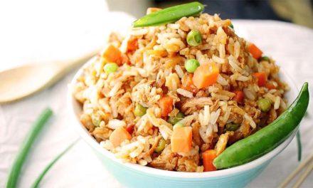 Riz sauté au poulet: recette wok à tomber